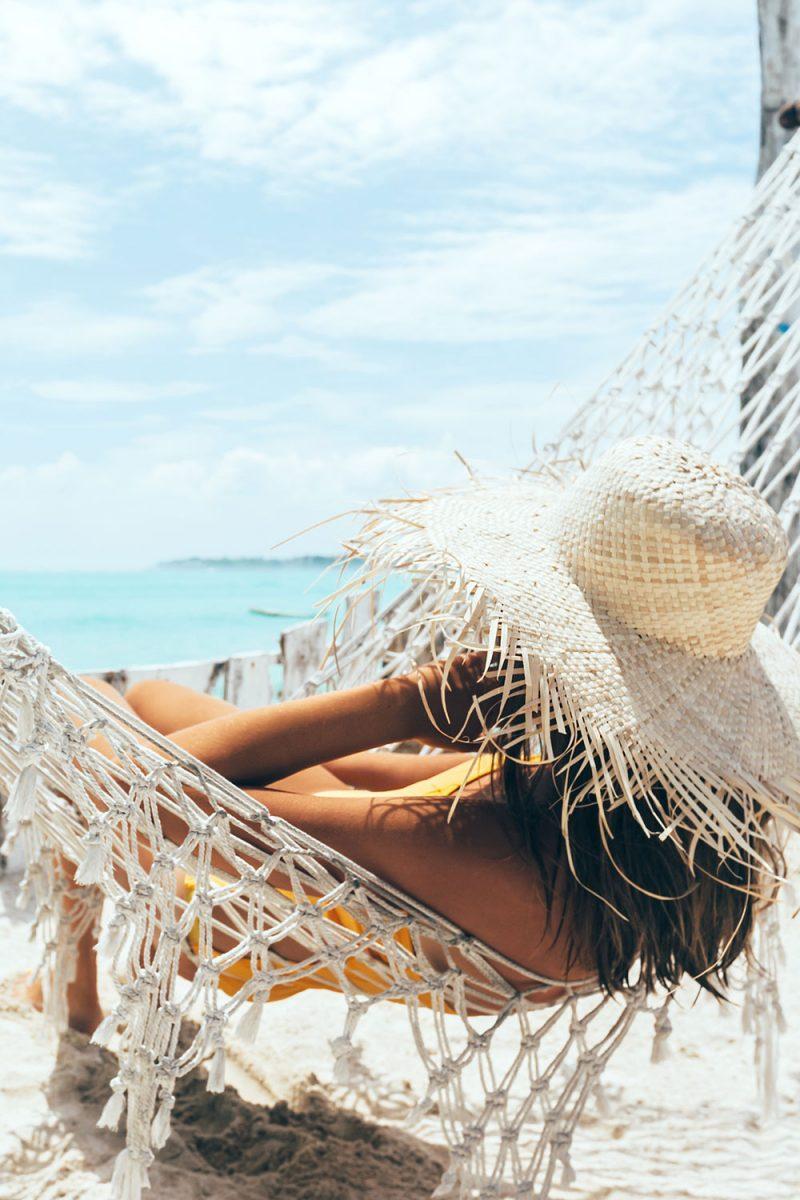 Hello Beaches Feminine WordPress theme